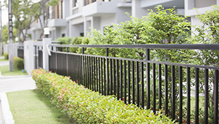 barrière de clôture pour délimiter votre terrain